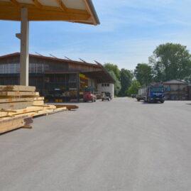 Übersicht Werksgelände Zimmerei Steinberger mit Lager- und Abbundhalle
